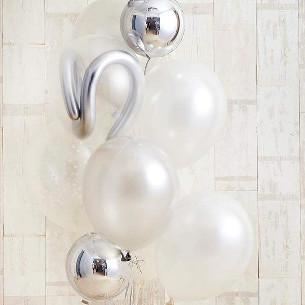 記念日のお祝いに、エレガントな白×銀アレンジ[8]