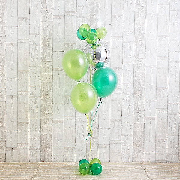 明るく鮮やかなペリドットグリーン[2]