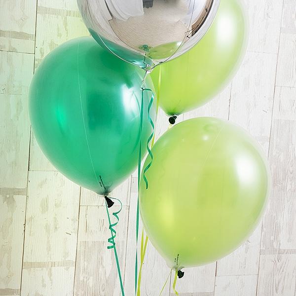明るく鮮やかなペリドットグリーン[5]
