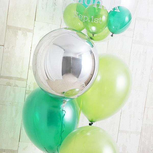 明るく鮮やかなペリドットグリーン[6]